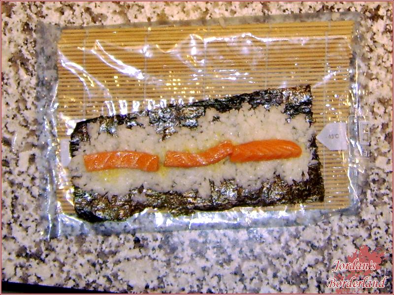 Wasabi rauf streichen und mit Fisch oder Gemüse belegen