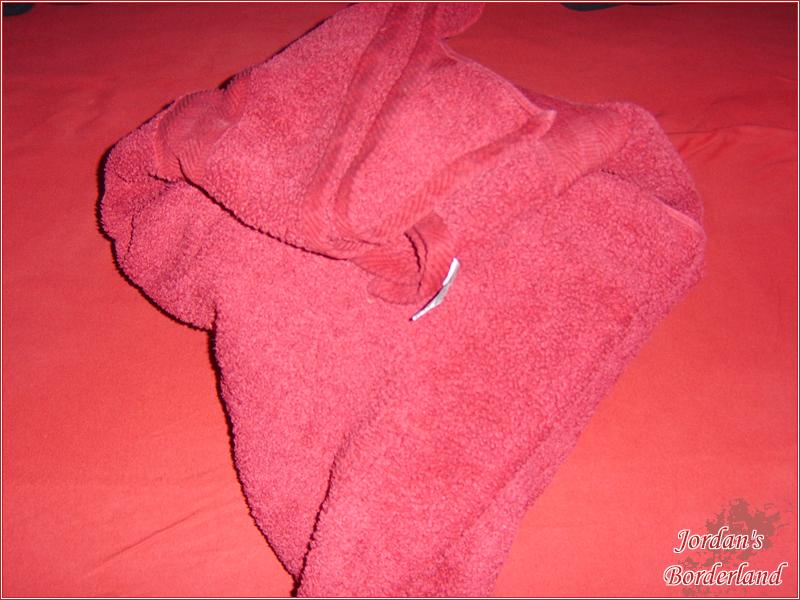 In Zeitungspapier und Handtuch einwickeln