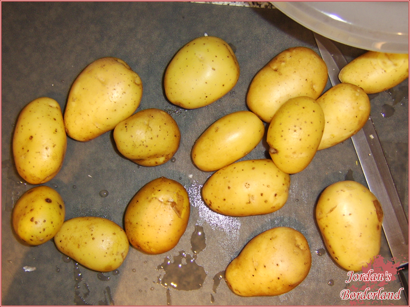 Kartoffeln schälen und in spalten schneiden