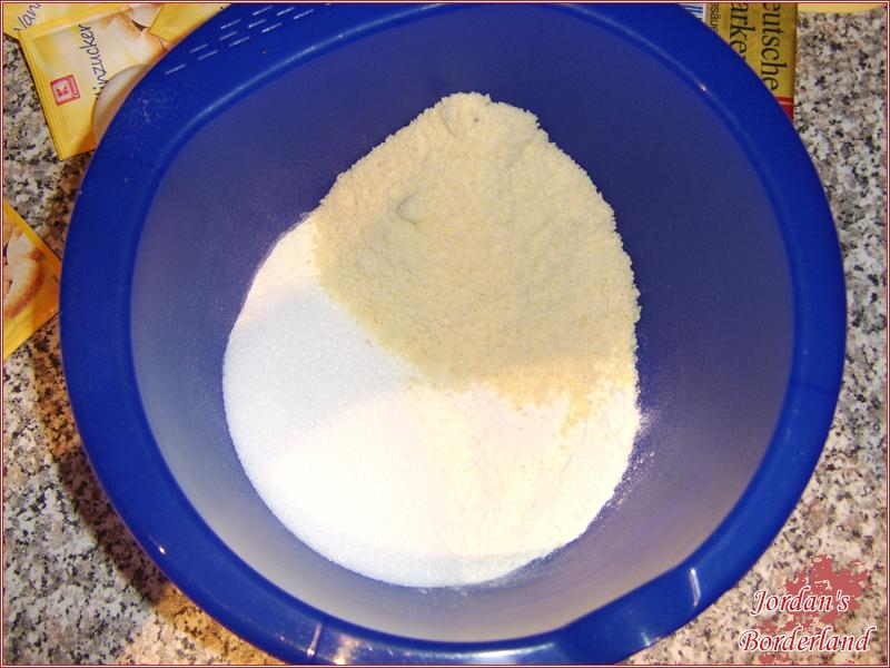 Mehl, Zucker und Vanillezucker in eine Schüssel geben