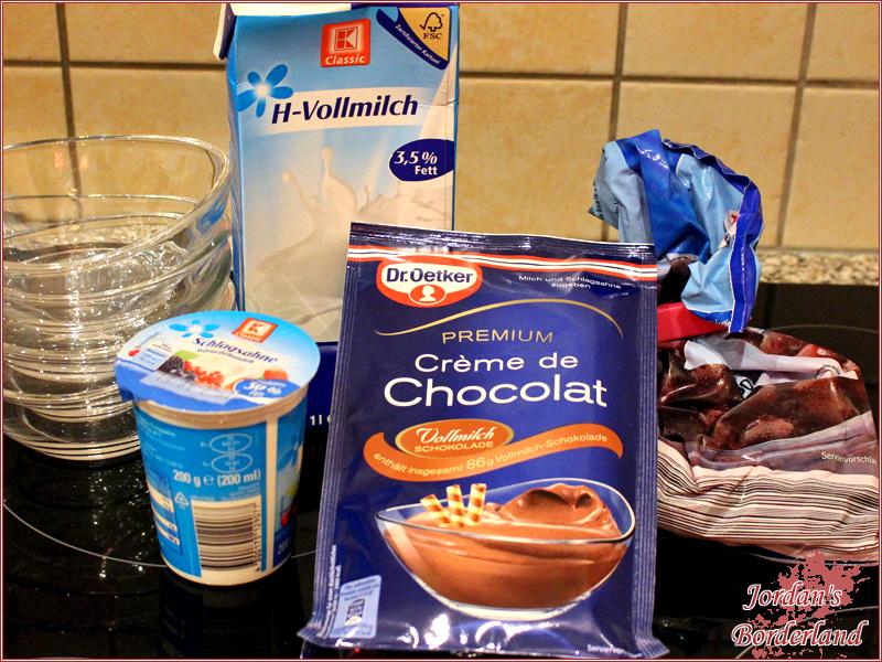 Creme de Chocolat mit Kirschen