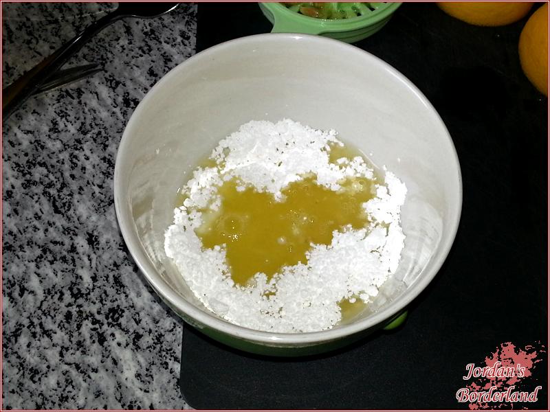 Zitronenglasur anrühren