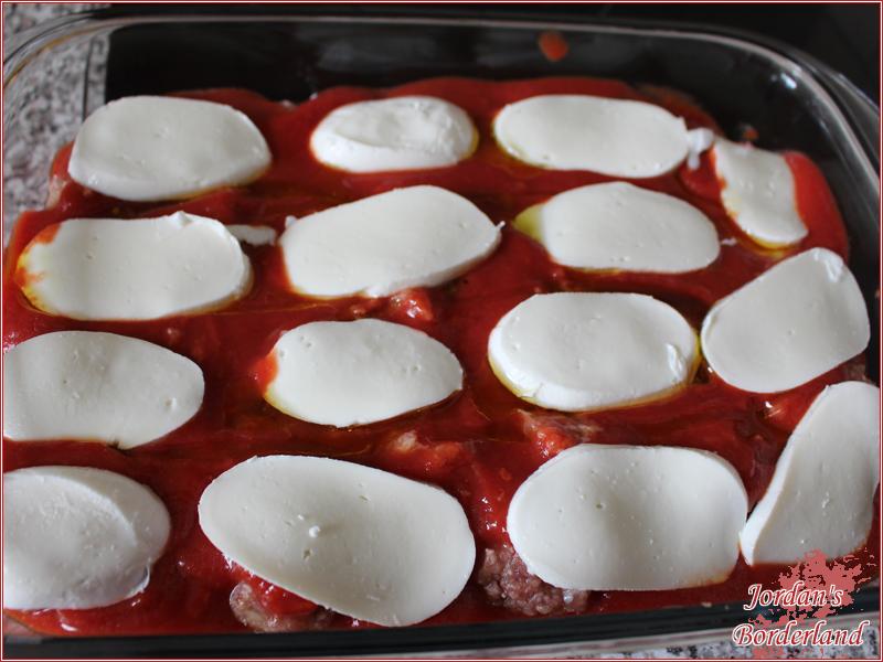 Mozzarella schneiden und rüber legen